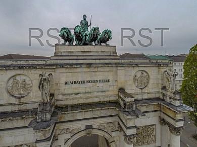 GER, Feature Luftbilder des Muenchner Siegestors mit seiner Quadriga
