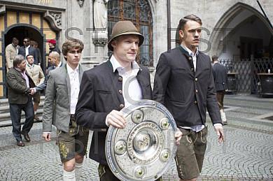 GER, Meisterfeier des FC Bayern Muenchen auf dem Muenchner Marienplatz