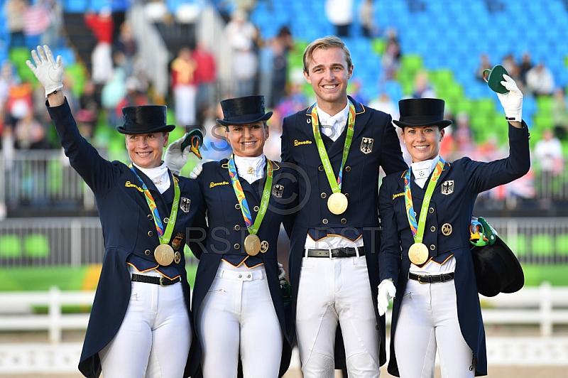 BRA, Olympia 2016 Rio, Reitsport , Dressur Mannschaft Grand Prix Spezial Siegerehrung
