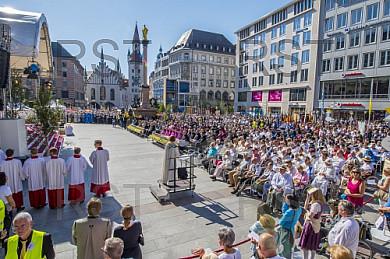 GER, Fronleichnamsprozession in Muenchen mit Kardinal Reinhard Marx